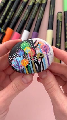 Stone Art Painting, Dot Art Painting, Pebble Painting, Pebble Art, Rock Painting Patterns, Rock Painting Ideas Easy, Rock Painting Designs, Painted Rocks Craft, Hand Painted Rocks