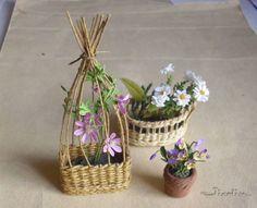 Première version de jardinière en vannerie, avec un fond en bois.        Deuxième version avec un fond tressé.        Pour cette jardinière,...