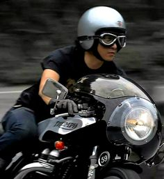 Helmet | Goggles | Gloves | Bikini Fairing | Triumph Cafe Racer