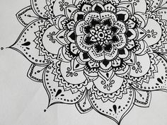 There is another craze is to draw patterns, flowers, mandala patterns in ink. Then you can even color them using color pencils. Henna Designs On Paper, Mehndi Designs, Paper Design, Henna Kunst, Henna Art, Mandalas Drawing, Mandala Art, Henna Mandala, Zentangles