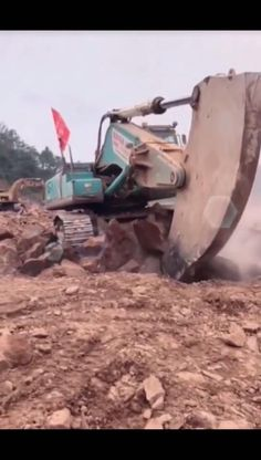 Best Prank Videos, Earth Moving Equipment, Off Road Buggy, Wow Video, Cool Music Videos, Old Trains, Heavy Machinery, Diesel Engine, Creative Decor