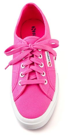 Classic sneakers in fucshia http://rstyle.me/n/e28rknyg6