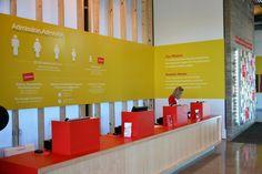 Para as novas instalações do museu das crianças Thinkery na cidade de Austin (Estados Unidos), o Asterisk Group Design criou um extenso projeto de sinalização para complementar a estética de oficina adotada no projeto arquitetônico