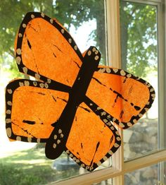 Marble painting a monarch butterfly - such beautiful process art for kids!