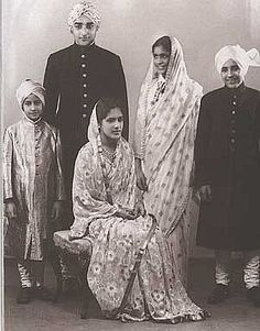 H.H.Maharaja Sir Partap Singh, Malvendra Bahadur of Nabha (1919-1995) and members of his family - photo 31 October 1936, India.