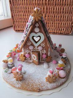Strawberry Hill: Церковь и конфеты дома