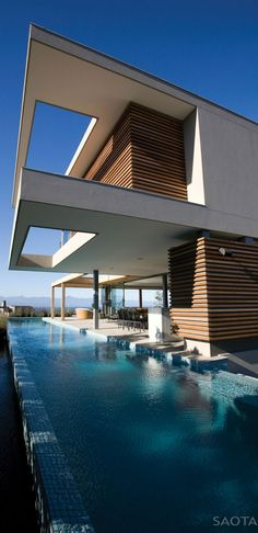 Cape Town-based studio SAOTA – Stefan Antoni Olmesdahl Truen Architects has completed the Plett 6541+2 project in 2010.