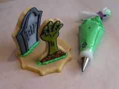 Halloween Biscuits, Halloween Cookies, Cookie Ideas, Zombies, Cookie Decorating, Birthday Candles, 3 D, Fall, Sweet