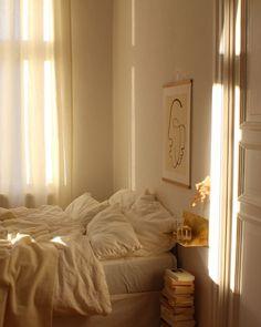 morning light aesthetic bedroom Home Story: Franzi aus Berlin Dream Rooms, Dream Bedroom, My New Room, My Room, Bedroom Inspo, Bedroom Decor, Bedroom Inspiration, Bedroom Furniture, Cozy Bedroom