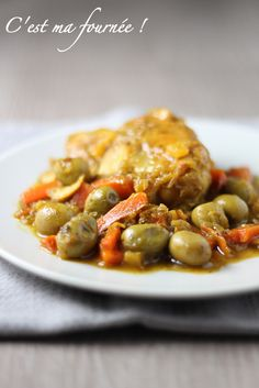 Chicken with Olives. (Think about finishing in a slow cooker instead of at low heat on the stovetop. Chicken With Olives, Crock Pot Cooking, Evening Meals, Omelette, Kung Pao Chicken, Wok, Chicken Recipes, Food And Drink, Healthy Recipes