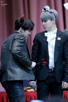 Suga and Jimin! YOONMIN! Devil Yoongi stabbing Penguin Jimin! ❤ BTS at the Jongro Fansign #BTS #방탄소년단