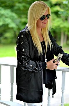 Found the best fall jackets for women that are warm, casual, chic, military inspired, denim, olive green camo and classy! From leather to hoods to black and brown, a minimal classic fall style for you! The fashionista trends!