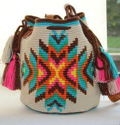 Apache shoulder Wayuu Mochila bag by VaLArteorg on Etsy Wiggly Crochet, Knit Crochet, Crochet Handbags, Crochet Purses, Mochila Crochet, Tapestry Crochet Patterns, Tapestry Bag, Handmade Purses, Knitting Accessories