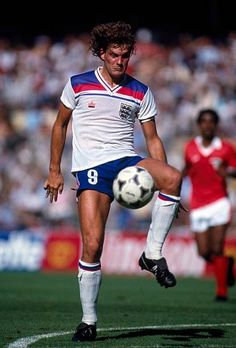 Football World Cup 1982 England v Kuwait Glenn Hoddle American Football, Pure Football, Retro Football, Football Shirts, Football Players, England Kit, Fifa, 3 Lions, England Football