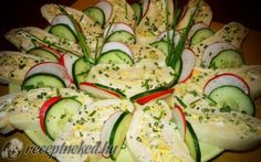 Érdekel a receptje? Cold Dishes, Hungarian Recipes, Food Platters, Avocado Egg, Zucchini, Bacon, Vegan Recipes, Food And Drink, Appetizers