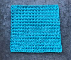 This free simple cotton washcloth/dishcloth crochet pattern is a quick and easy crochet project. This is a great beginner friendly crochet pattern. Cotton Crochet Patterns, Knitted Washcloth Patterns, Crochet Mittens Free Pattern, Potholder Patterns, Crochet Dishcloths, Crochet Stitches, Quick Crochet, Crochet Baby, Simple Crochet