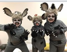 My Hyena's are make with t-shirtz my gloves with claws (lion masks kids) Hyena Lion King, Lion King Play, Lion King Show, Lion King Jr, Musical Rey Leon, Lion King Musical, Lion King Broadway, Lion King Costume, Flamingo Costume