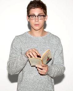 Logan Lerman.. dos glasses ♥