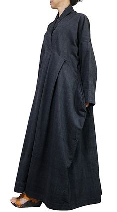 ChomThong mano tejido algodón 100%  Color: Gris  Pecho: 130cm Largo: 128cm La medida desde el centro de la zona de la nuca para terminar las mangas: 80cm  Forro de algodón fino y suave  (para su referencia, el modelo femenino es 158cm de altura).