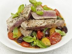 Pan-Seared Steaks With Warm Tomato, And Olive Salad If you like healthy, light this seared tuna is a winner. Delicious and very quick to make and. Tuna Steak Recipes, Fish Recipes, Beef Recipes, Healthy Recipes, Healthy Food, Pan Seared Tuna Steak, Tuna Steaks, Olive Salad, How To Cook Steak