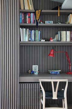 grey home desk Modern Greek Penthouse Design Beautified With Nordic Minimalist Influences Japanese Interior Design, Office Interior Design, Office Interiors, Interior Styling, Office Designs, Minimalist Apartment, New Room, Office Decor, Office Workspace