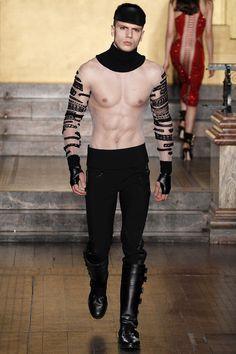 Julien Macdonald Fall 2016 Ready-to-Wear Fashion Show