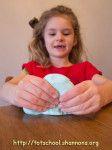 BUBBLE DOUGH!!  Dish Soap + Corn Starch = Super Fun Bubble Dough