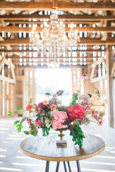 Farmer and Frenchman, Henderson Kentucky. Flowers by Petal and Pine. Photo by Morgan Lee Photography.