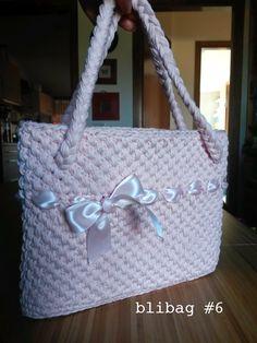 Creazione di Mari B. Borsa in  cotone rosa confetto realizzata a punto canestro.