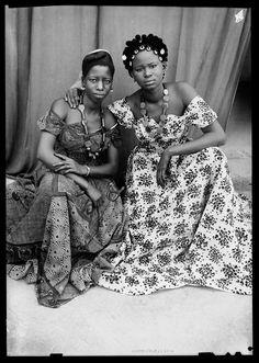 The official website of the great Malian photographer Seydou Keita Seydou Keita, African Culture, African History, History Of Photography, Fashion Photography, Black Photography, African Women, African Fashion, Vintage Black Glamour