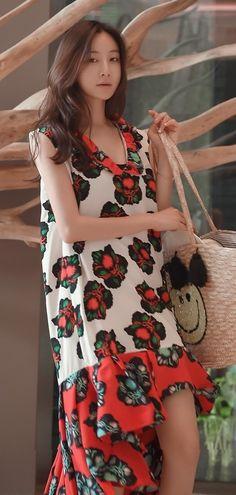 http://daebakglobal.com  GET THE LOOK - South Korea Airport Fashion Kpop Drama Korean Women OOTD Style, Korea Dress