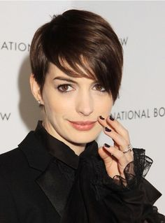 Anne Hathaway Short Hairstyles: Cute Pixie Haircut for 2014