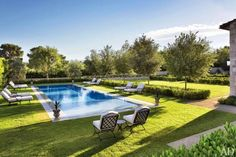 For a Palladian-style villa in Las Vegas architect William Hablinski placed the pool away from the house in the tradition of a great Italian...