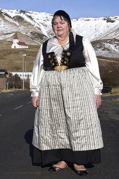 Upphlutur - Icelandic national costume.