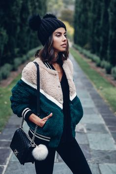 The perfect cover-up. Looks Street Style, Looks Style, Fall Winter Outfits, Autumn Winter Fashion, Estilo Hippie Chic, Outfit Online, Foto Fashion, Gothic Fashion, Street Fashion