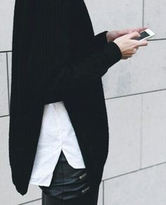 split New winter fashion details trends, is all about that split slit in your wardrobe Look Fashion, Fashion Details, Street Fashion, Winter Fashion, Fashion Trends, Looks Street Style, Looks Style, Style Me, Black Style