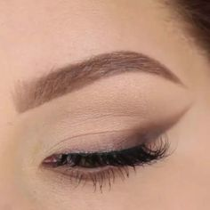 39 Easy Eyeshadow Looks - Earth Crease - Natural And Simple Step By Step Tutorials on How to Apply to the Brows and Lashes - Makeup Tricks, Make up for Eyebrows, and Beauty looks Similar to Linda Hallberg - https://thegoddess.com/eyeshadow-tutorials-for-beginners/