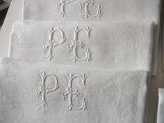 Linge ancien Série de 7 serviettes Damas lin Monogramme PE