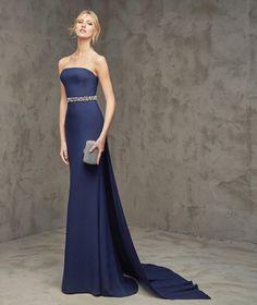 Fabiola, Gece elbisesi, kayık yaka