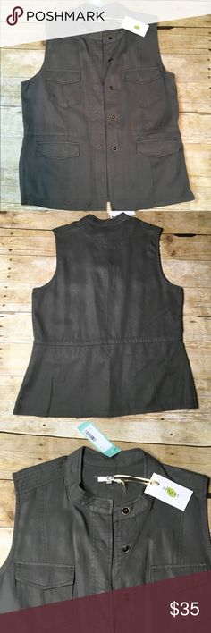 Laju Cargo Vest NWT. Laju cargo vest. Size L. This vest is a gorgeous olive green color....very versatile. It's also light and doesn't feel bulky when on. Laju Other