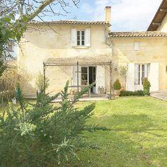 Buona sera…  Si lo so è un pò tardino, ma non vedevo l'ora di mostrarvi questa stupenda casa nella campagna francese, è la casa di ...
