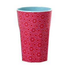 These classically styled café latte cups by Danish brand Rice dk combine an elegant design with the near indestructibility of melamine. Zeller Keramik, Coffee To Go Becher, Glam Camping, Glamping, Latte Cups, Scandinavian Living, Red Gifts, Marrakesh, Casablanca
