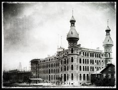 Construction of the Tampa Bay Hotel