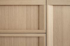 dica | SoHo | Una cocina contemporánea con una puerta enmarcada en madera de roble | A contemporary kitchen with a framed door in oak