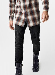 Exclusively from Le 31 for men     Biker-style jean with ergonomic seaming and rib-textured blocks   Our Stockholm style, skinny low-rise pants   Slightly stretch structured denim with a bleached look    The model is wearing size 32