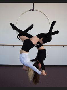 Yoga Girls 817403401103657393 - Partner Lyra hoop aerial yoga girl Source by morganeloujade Partner Acrobatics, Aerial Acrobatics, Aerial Dance, Aerial Silks, Aerial Hammock, Aerial Hoop, Aerial Arts, Pole Dance Moves, Pole Dancing