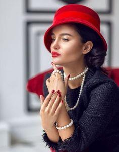 via Marie 's Passion for Fashion Glamour, Fashion Photo, Fashion Beauty, Black White Fashion, Red Black, Cute Hats, Red Hats, Classy Women, Chic