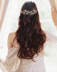 Whimsical wedding hair by Enchanted Atelier #weddinghair