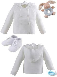 Abrigo de lana con capucha y botas de bobuk con cordones  SONAJERO O MORDEDOR DE REGALO!!!  El pack de regalo para bebés incluye: