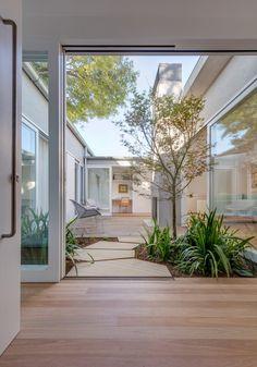 Indoor Courtyard, Courtyard Landscaping, Modern Courtyard, Courtyard House Plans, Courtyard Design, Internal Courtyard, Home With Courtyard, Mexican Courtyard, Brick Courtyard